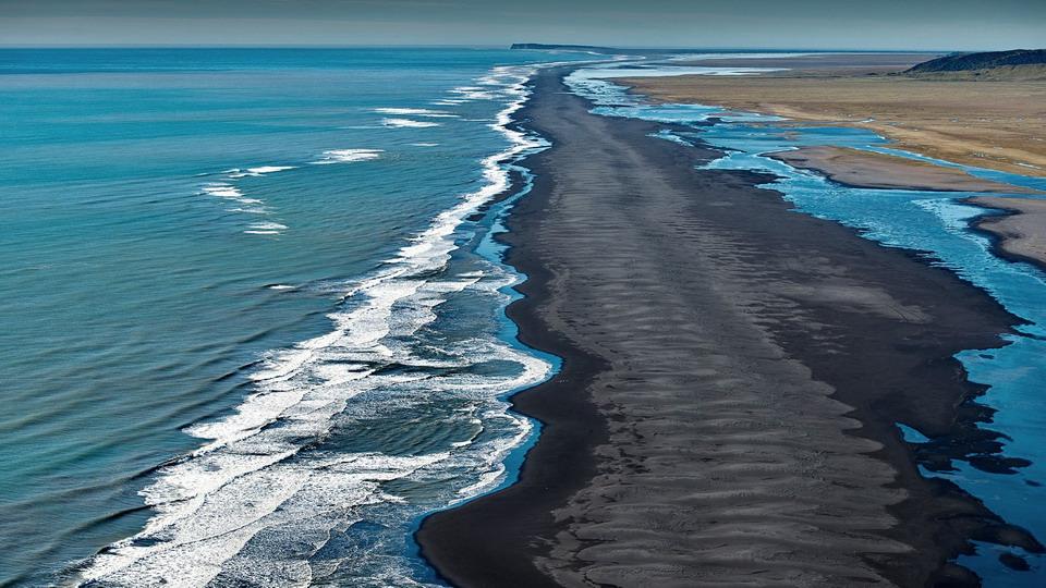 在冰岛乘直升机观景