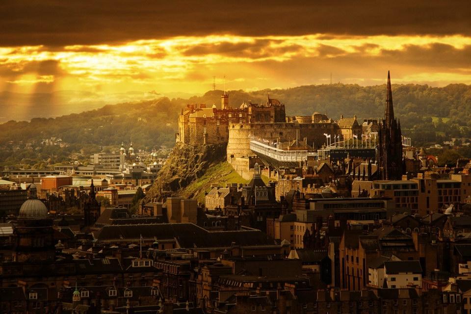 绝非CG,这是苏格兰名城爱丁堡的实景!